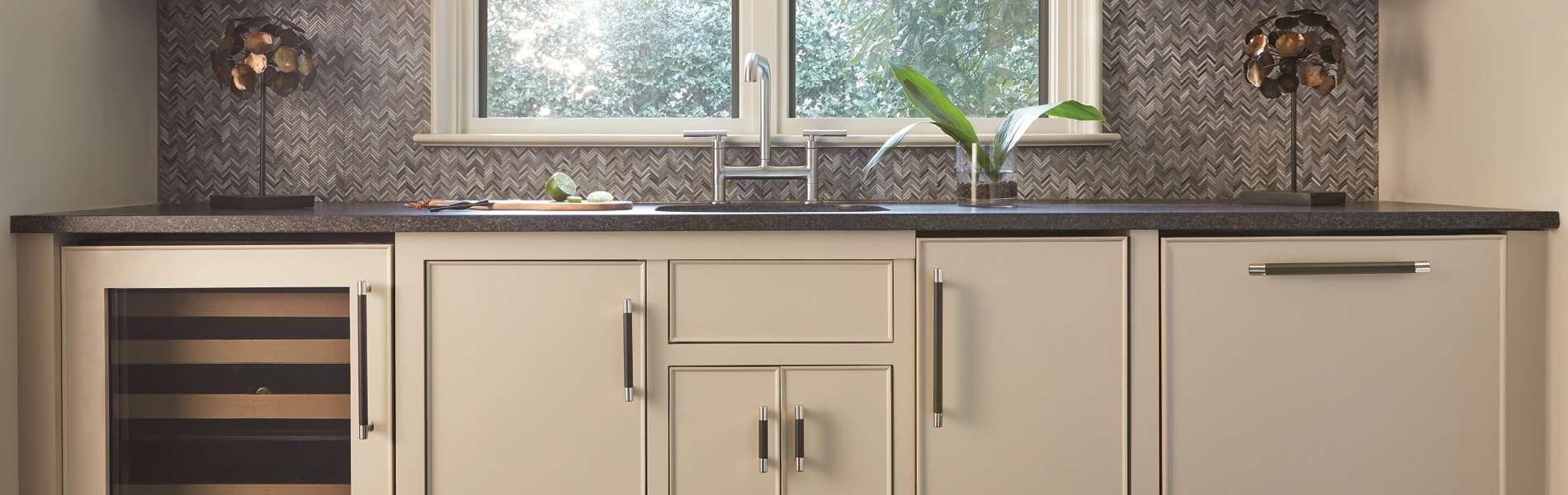 Polished-Nickel-and-Black-Bronze_Knobs-and-Pulls_Amerock_Cabinet-Hardware_Esquire_BP36557PNBBR-BP36558PNBBR-BP36561PNBBR_Kitchen_17